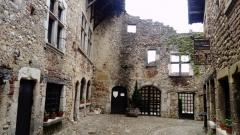 Королевское Аббатство Бру и город-крепость  Перуж